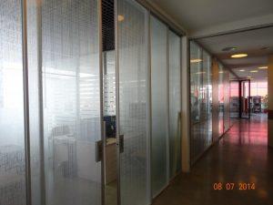 Раздвижные стеклянные перегородки - фото